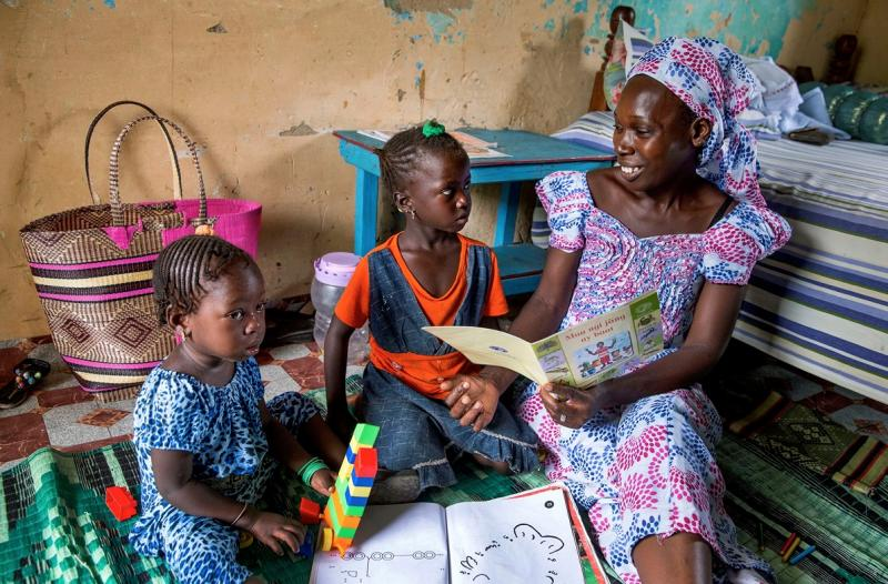 Bringing Books to Life: Parents in Senegal Learn How to Turn Their Kids into Book-lovers